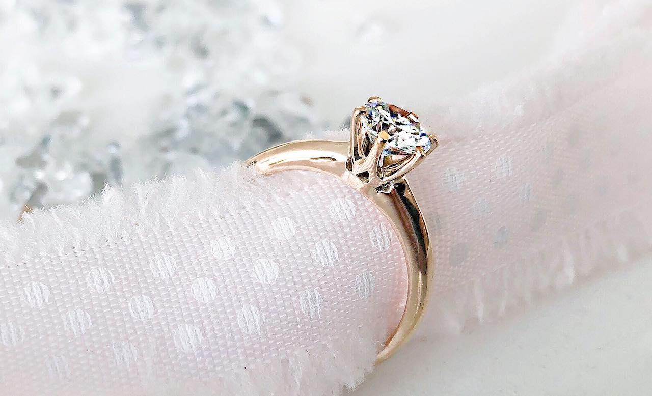 Diamntring für die Verlobung per Express in 72 Stunden lieferbar